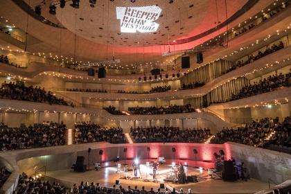Sampletastisch - Live-Fotos von Daniel Brandt & Eternal Something live beim Reeperbahn Festival 2017