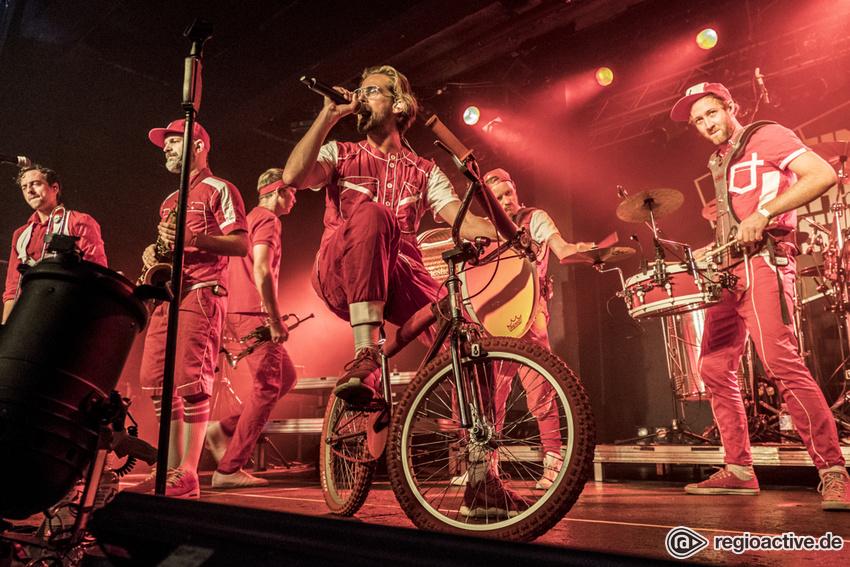 Moop Mama (live in Hamburg, 2017)