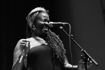 US-afrikanisch - Enjoy Jazz 2017: Live-Fotos von SOMI beim Eröffnungskonzert in Heidelberg