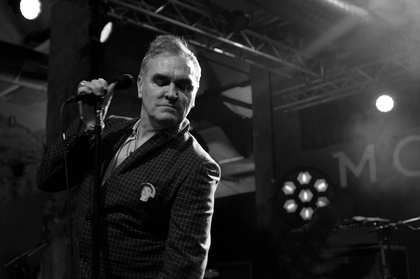 "- Morrissey: Umjubelte Generalprobe von ""Low In High School"" im Berliner SchwuZ Club"