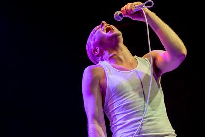Keine Schriftsteller - Live-Fotos von The Orwells als Support von Weezer in Köln