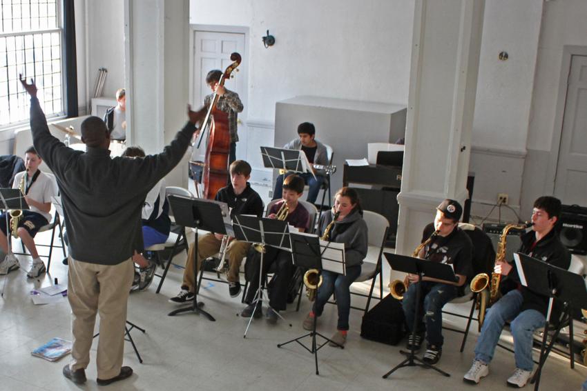 Attraktivität des Berufsbildes leidet: Festanstellungs-Quote an öffentlichen Musikschulen gefordert