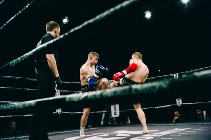 Mit erhobenen Fäusten - Intensiv: Fotos der B-Klasse-Kämpfe bei der Fight Night 2017 in Mannheim