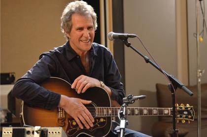 Klein, aber fein - Ex-Dire Straits-Mitglied John Illsley 2018 zurück in Deutschland