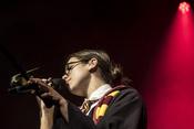 Extravagant: Live-Fotos von Dua Lipa live im Docks in Hamburg