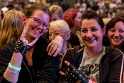 Groß: Live-Bilder von Queen + Adam Lambert in der Münchner Olympiahalle