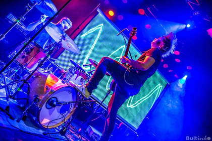 Win-Win durch Mindestticketabnahme: Psycho Village über ihre erfolgreiche Tour mit Local Supports