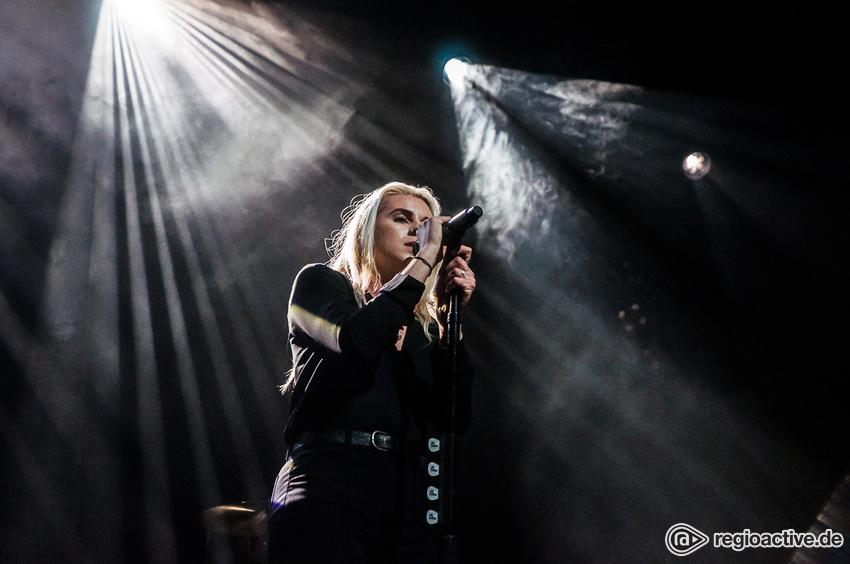 PVRIS (live in Hamburg, 09.11.2017)