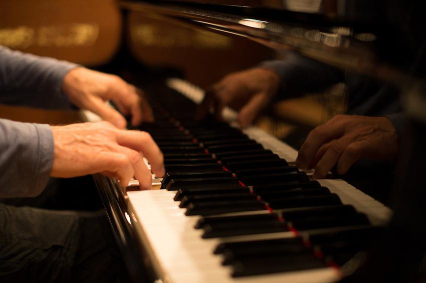 """Neues Forschungsprojekt """"Besser älter werden mit Musikunterricht"""" startet in Hannover"""