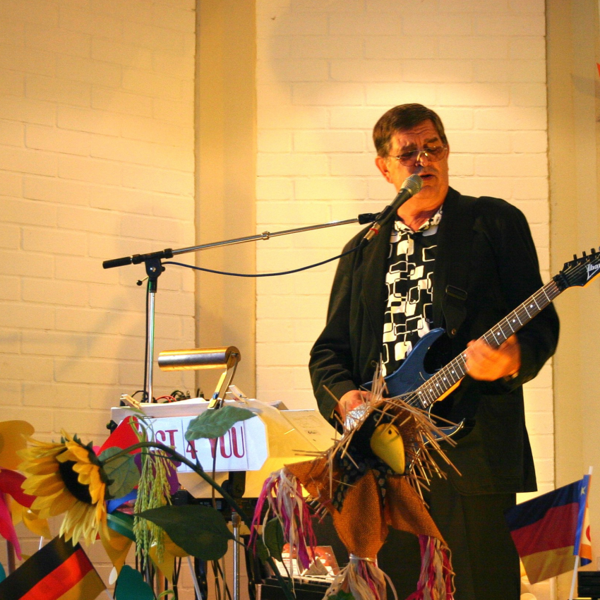 Sucht berlin sängerin band Musiker gesucht