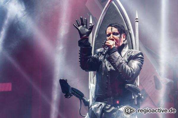 Zwischen Räuberpistole und Musiktheater - Marilyn Mansons Konzert in Berlin lahmt am Image des Provokateurs