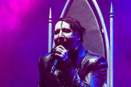 Im Rollstuhl thronend - Marilyn Manson: Live-Bilder des Schock-Rockers in der Sporthalle in Hamburg