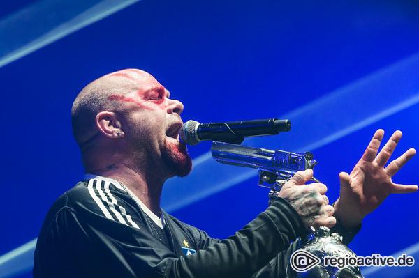 Ortsbewusst - Am Anschlag: Live-Bilder von Five Finger Death Punch in der Barclaycard Arena in Hamburg