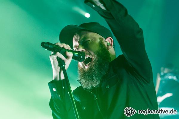 Melodische Brachialgewalt - Feuer frei: Live-Bilder von In Flames in der Barclaycard Arena in Hamburg