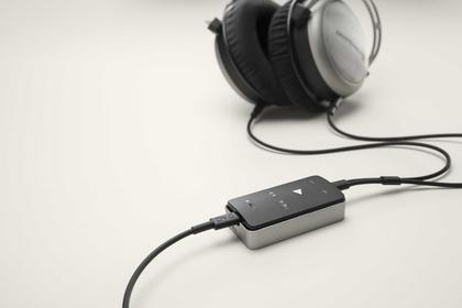 """Verbindet effizient Smartphones und Kopfhörer - beyerdynamic: Impacto universal ist die """"kleinste High-End-Anlage der Welt"""""""
