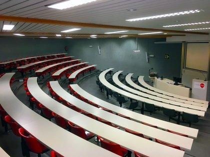Die Vives-Universität in Belgien setzt auf Shure Microflex Wireless