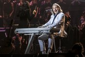 Ganz in Weiß: Bilder von Roger Hodgson bei der Night of the Proms 2017 in Hamburg