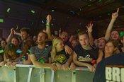 Schweißtreibend: Fotos der Broilers live in der Mannheimer Maimarkthalle