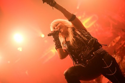 Majestät in Kunstleder - Doro: Live-Fotos der Metal Queen beim Knock Out Festival 2017 in Karlsruhe