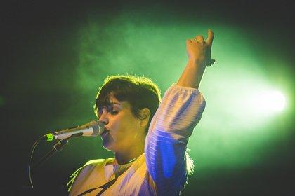 Debütantin - Fotos von Louka als Support von Lena live in Frankfurt