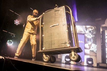 Krass serviert - Mit Flash: Live-Bilder von Fünf Sterne Deluxe im Hamburger Docks