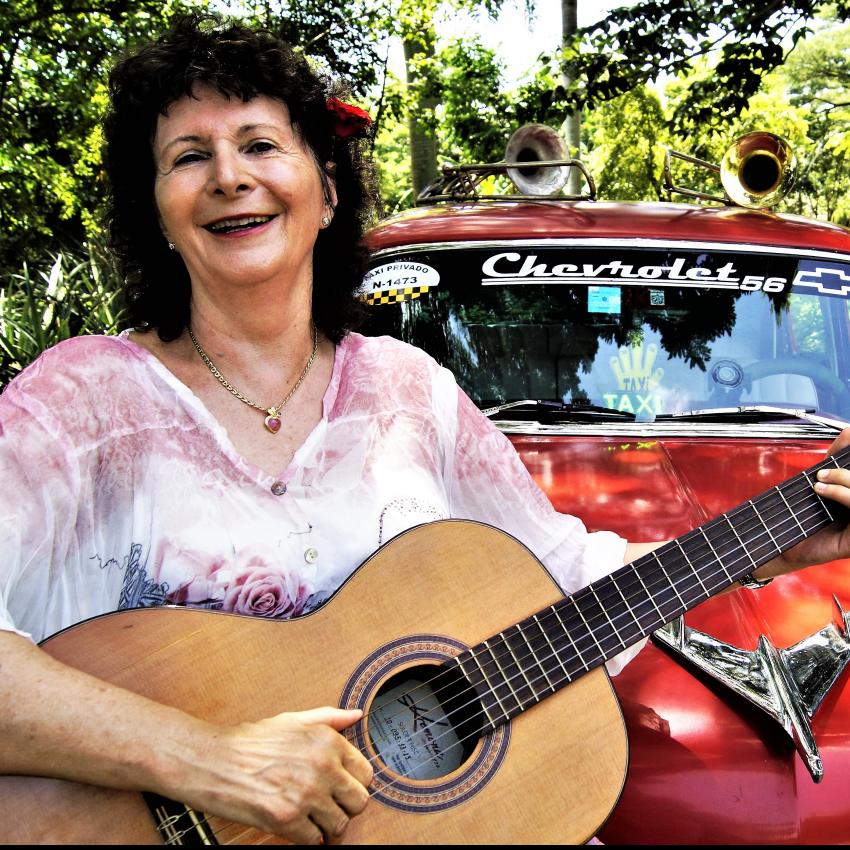 gummersbach s ngerin mit gitarre sucht mitmusiker f r kubanische musik s ngerin mit gitarre. Black Bedroom Furniture Sets. Home Design Ideas