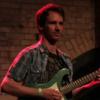 Gitarristin sucht Engagements für Studio/Tour oder Band