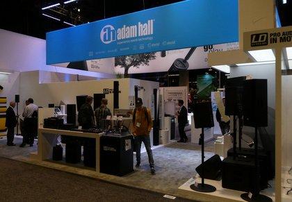 NAMM 2018: Am Stand von Adam Hall. Lautsprecher-Innovationen und Standfestigkeit für DJs