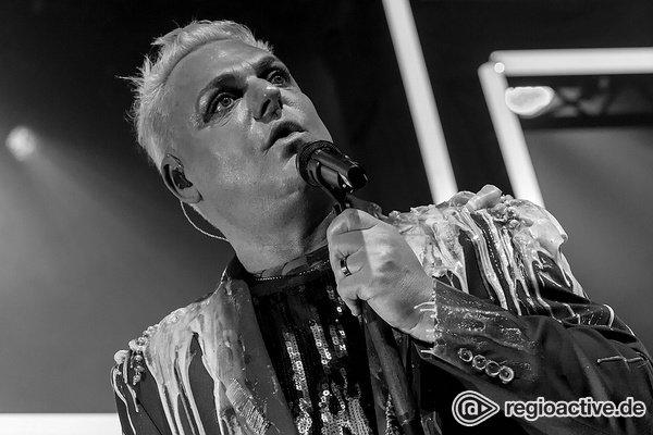 Schrill - Erasure: Bilder des Synth-Pop-Duos live in der Batschkapp Frankfurt