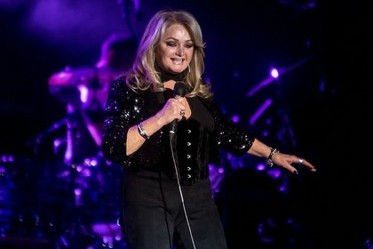 "regioactive.de präsentiert - Bonnie Tyler kündigt ""Between The Earth & The Stars Live""-Tour 2019 an"