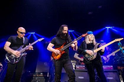 Gitarrenvirtuosen - Live-Fotos der G3 Tour mit Joe Satriani, John Petruccci und Uli Jon Roth in Offenbach