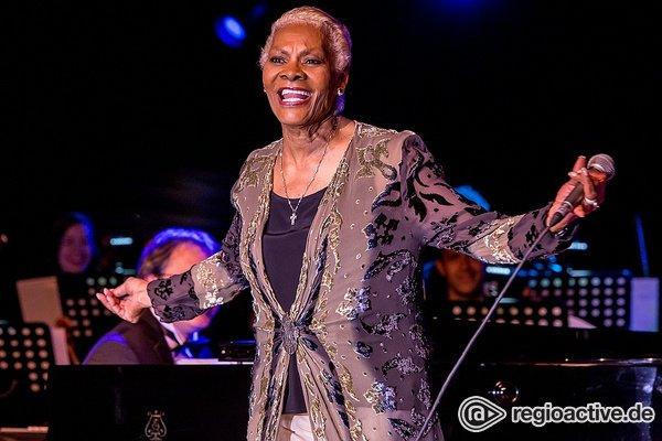 Mit Orchester - Diva: Live-Fotos von Dionne Warwick beim Musikmesse Festival Frankfurt