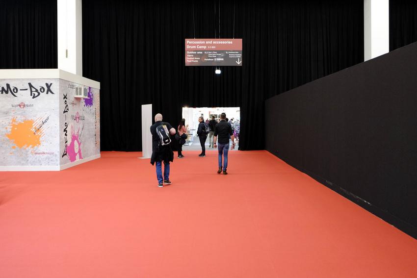 Streckenweise lieblos gestaltete Hallen, insbesondere bei den Gitarren und Drums, fallen in der Beurteilung der Messe 2018 negativ ins Gewicht (Foto: MKB)