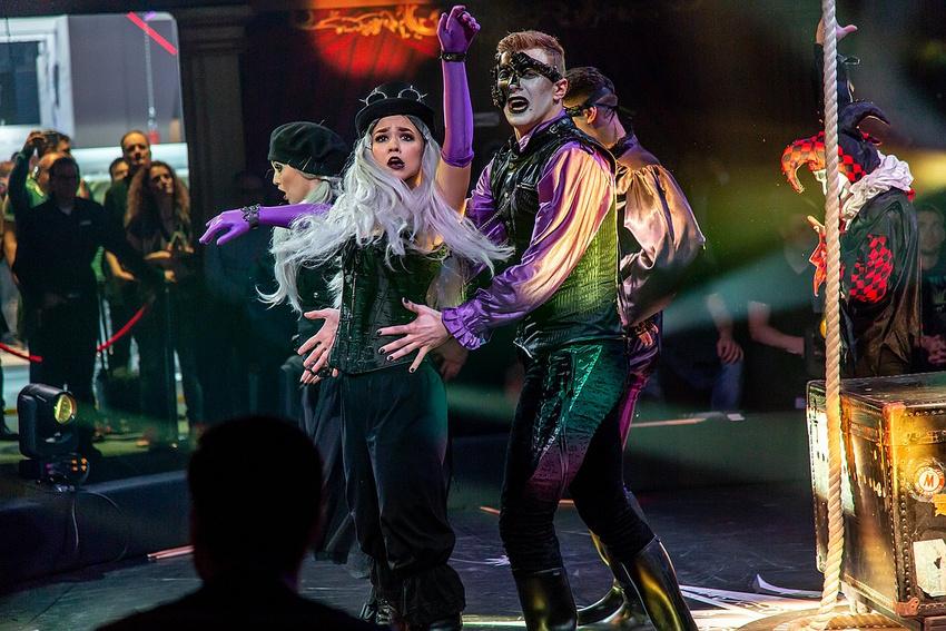 Tanz-Performance am Stand von ROBE auf der PLS (Foto: Torsten Reitz)