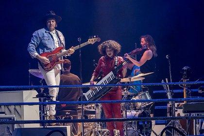 In jeder Hinsicht groß - Arcade Fire inszenieren sich in der Frankfurter Festhalle als Indie-Könige