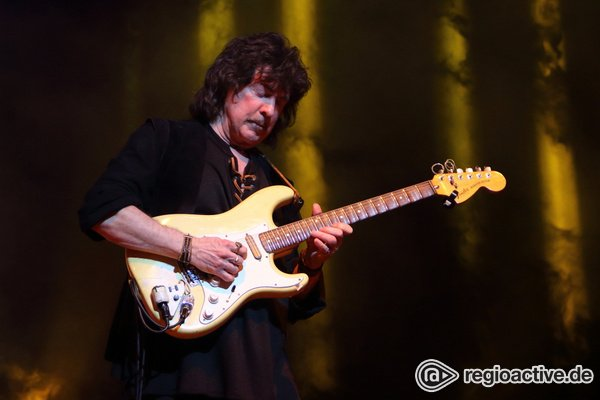 Long Live Rock'n'Roll - Gitarrenikone: Livebilder von Ritchie Blackmore's Rainbow im Velodrom Berlin