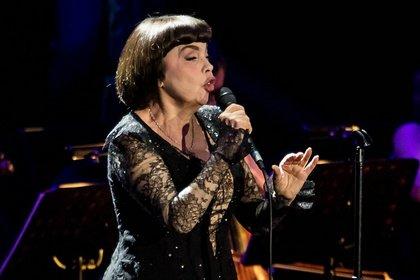 Der Spatz ist noch bei Stimme - Mireille Mathieu bezaubert das Publikum in der Jahrhunderthalle Frankfurt