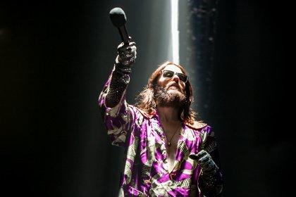 Fast wie Jesus - Abgehoben: Live-Bilder von Thirty Seconds To Mars in der Lanxess-Arena in Köln