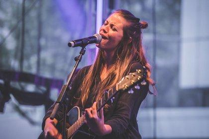 Mit neuen Songs - Gefühlvoll: Live-Bilder von Fee. beim W-Festival in Frankfurt