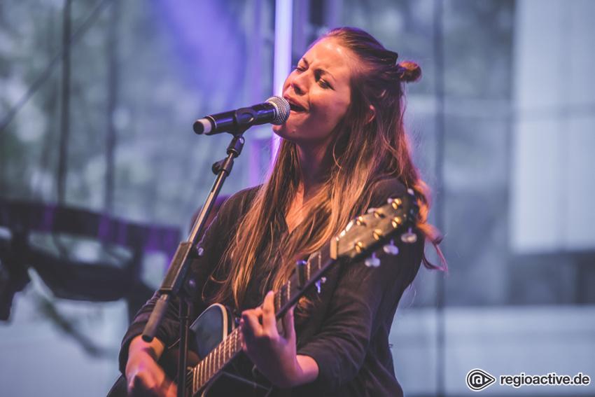 Fee (live beim Women of the World Festival, 2018)