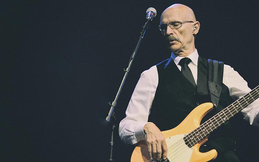 Tony Levin über sein Bassspiel, seine Erfolgskarriere und King Crimson