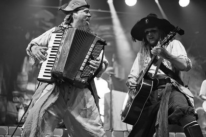 Piraten! - Fotos von Mr. Hurley & die Pulveraffen live beim Zeltfestival Rhein-Neckar