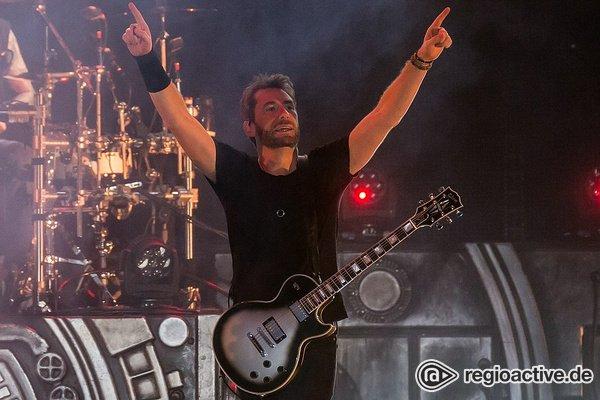 Im Rockhimmel - Geradlinig: Live-Bilder von Nickelback in der Frankfurt Festhalle