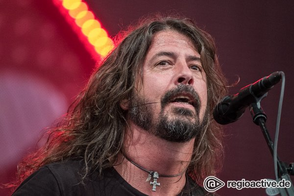 Alles wieder im Lot - Die Hüter des Rock'n'Roll: Foo Fighters live auf der Trabrennbahn Bahrenfeld