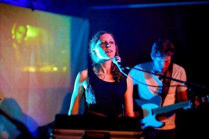 Ins Finale mit Electro-Pop - Die Sieger: Bilder von Lluvia live bei der Rockbuster Vorrunde 2018 in Ludwigshafen