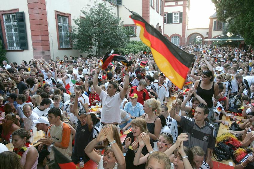 Das Public Viewing im Weinheimer Schloßhof