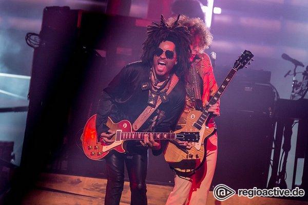 Gitarrengewitter - Lenny Kravitz badet in der Frankfurter Festhalle im Jubel der Menge