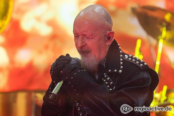 You've got another kick coming - Judas Priest: Rob Halford tritt Fan Handy aus der Hand