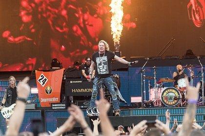 """Überraschend - Guns N' Roses spielen zum ersten Mal seit 27 Jahren """"Locomotive"""" live"""