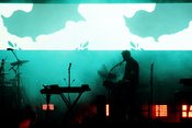 Schattenmänner: Fotos von Massive Attack live in der Zitadelle Berlin